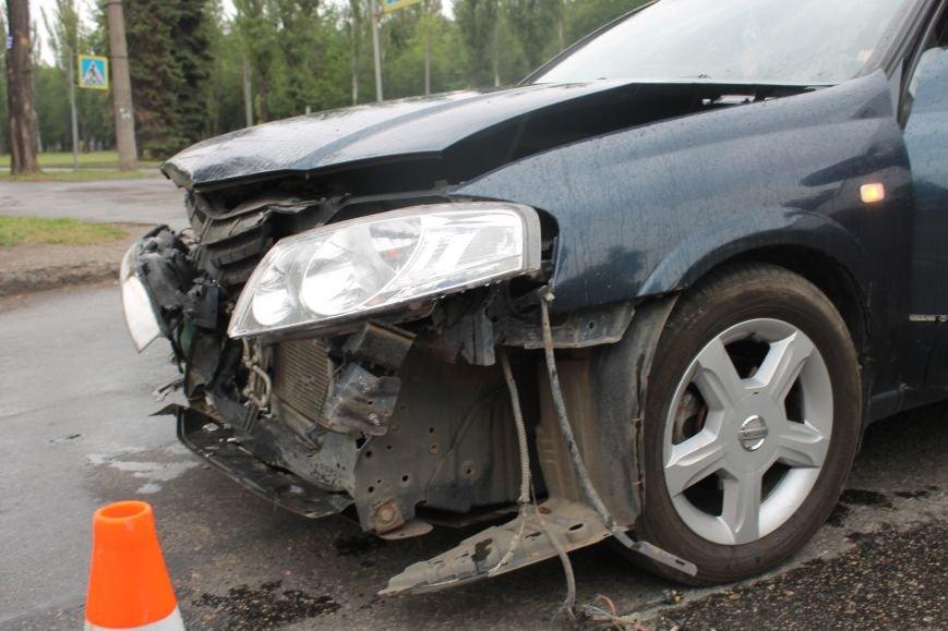 ДТП в Кривом Роге: от удара «Ниссана» «Шевроле» ударился в столб и отлетел ещё на  20 метров, фото-5