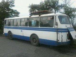 Под Мариуполем рейсовый автобус ЛАЗ попал под обстрел (ФОТО), фото-1