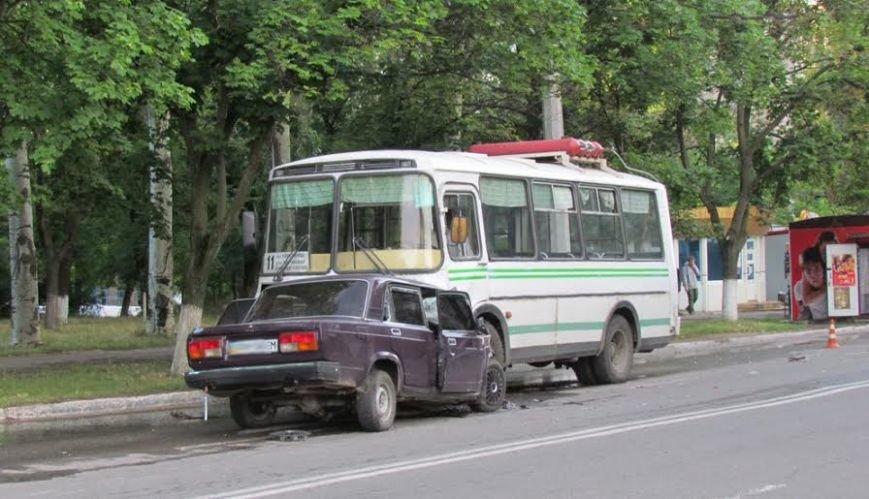В Мариуполе на пр. Нахимова ВАЗ врезался в ПАЗ(ФОТО), фото-1