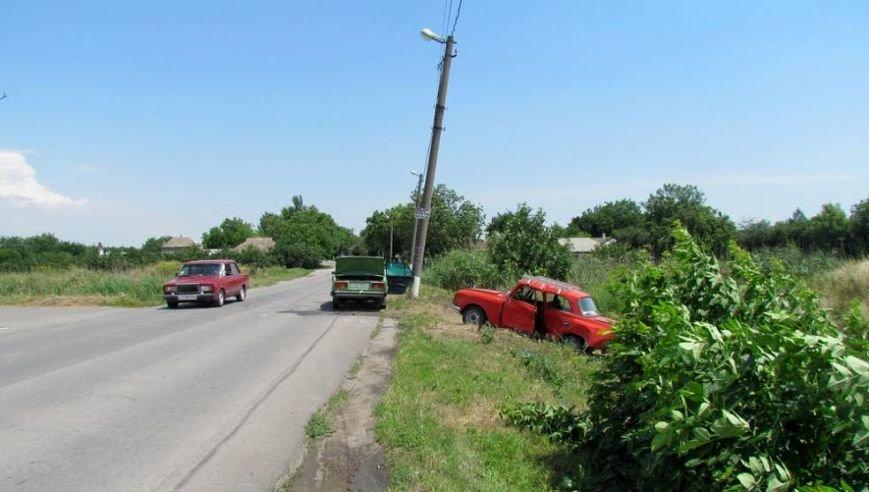 В Сартане женщина на легковушке  попала в аварию. Пострадало три человека (Фотофакт), фото-4