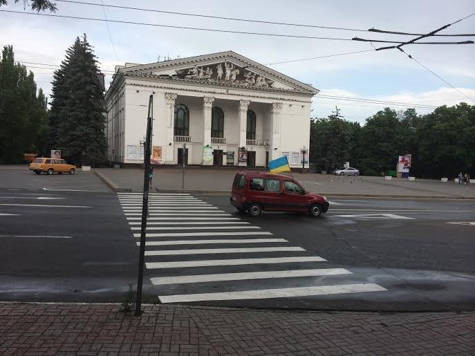 По Мариуполю проехала автоколонна с украинскими флагами  на борту (Фотофакт), фото-1