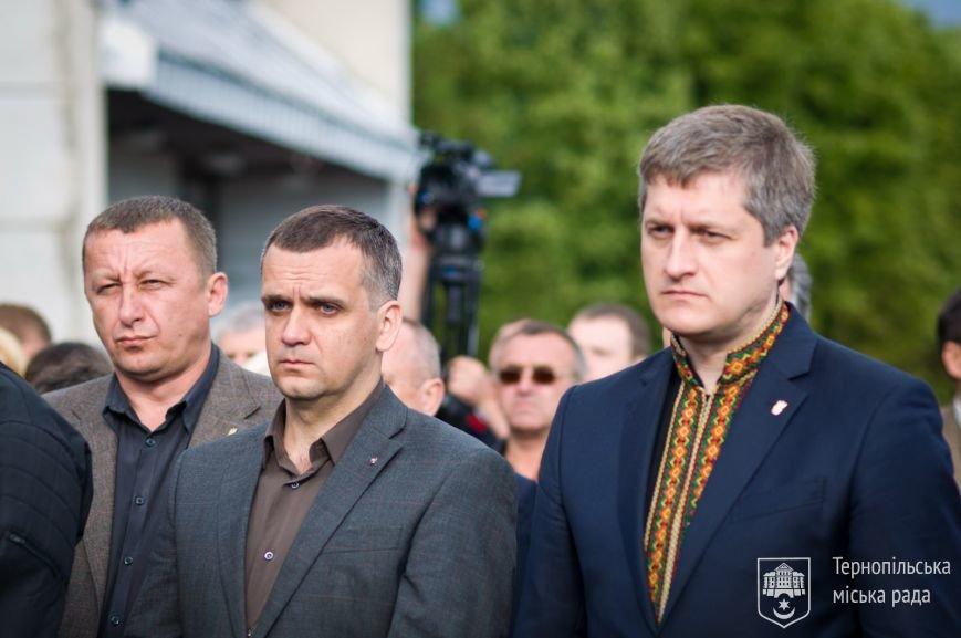 У Тернопіль доставили тіло загиблого снайпера-розвідника з Тернопільщини Віктора Семчука, фото-2