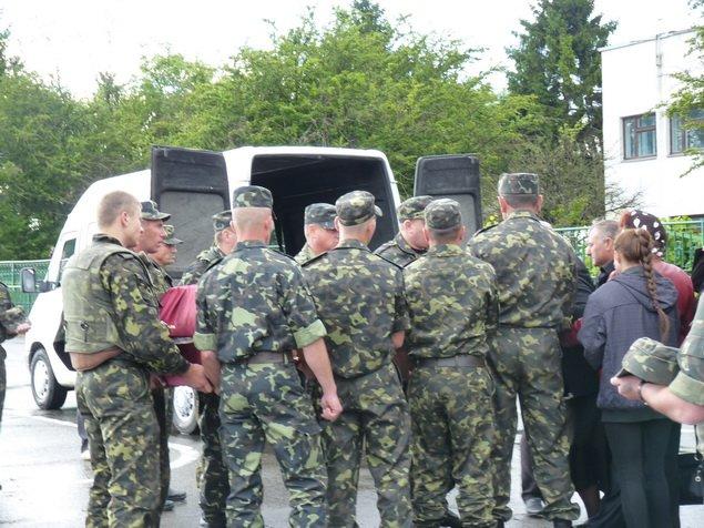 У Тернопіль доставили тіло загиблого снайпера-розвідника з Тернопільщини Віктора Семчука, фото-1