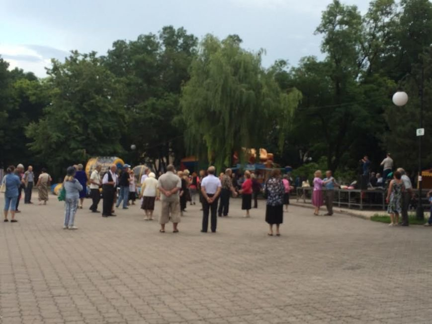 Мариупольцы в  день начала ВОВ слушали известные песни (Фотофакт), фото-3