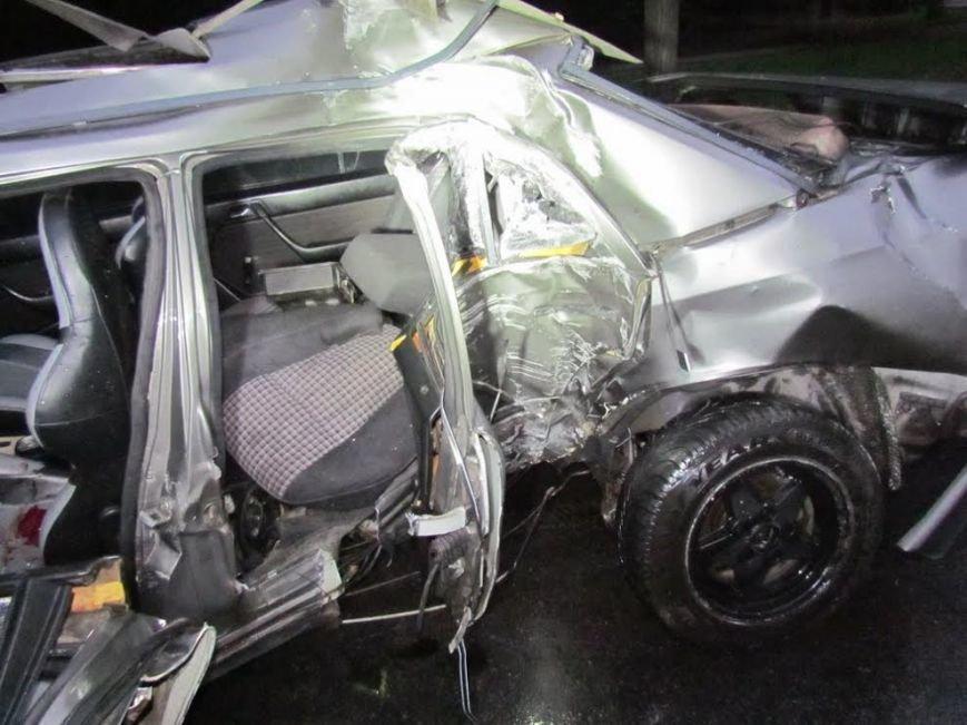 В Мариуполе  рано утром автомобиль «Мерседес» врезался в столб (Дополнено, ФОТО), фото-2