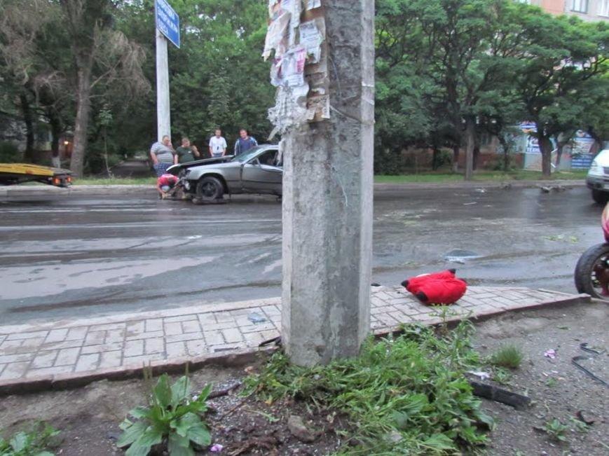 В Мариуполе  рано утром автомобиль «Мерседес» врезался в столб (Дополнено, ФОТО), фото-3