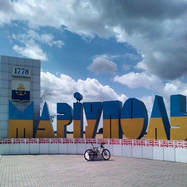 Мариуполь встречает водителей «вышиванками», фото-1