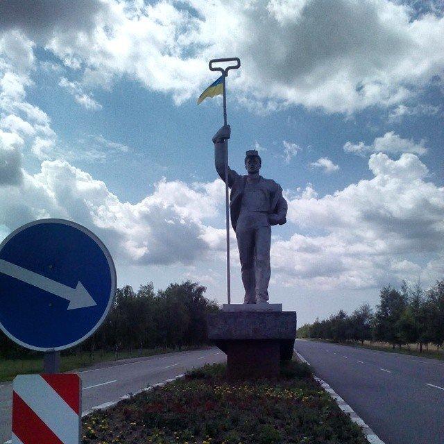 Мариуполь встречает водителей «вышиванками», фото-2