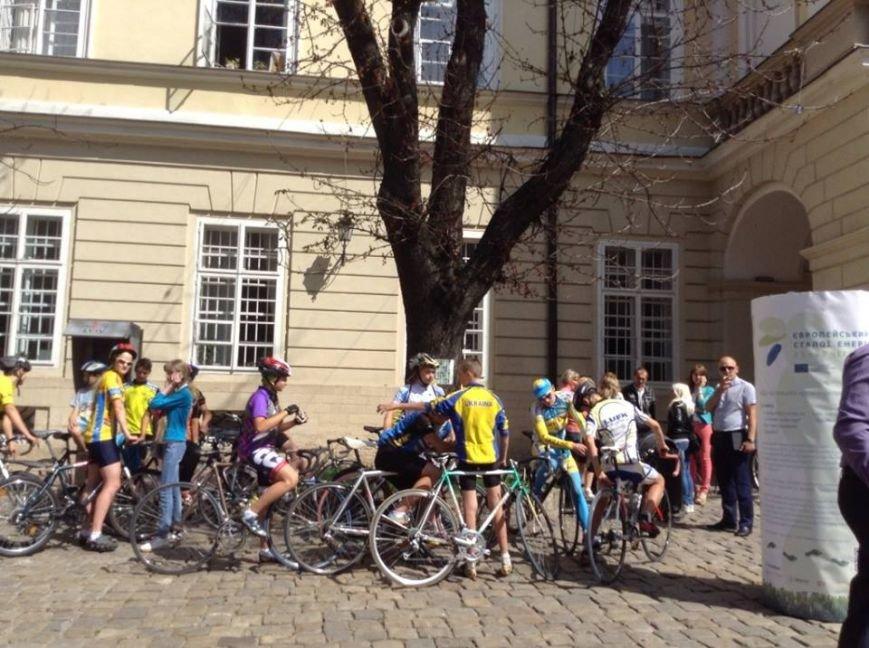 У центрі Львова влаштували масовий заїзд на велосипедах (ФОТО), фото-2