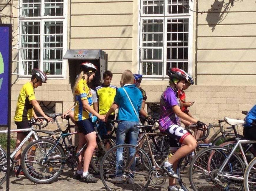 У центрі Львова влаштували масовий заїзд на велосипедах (ФОТО), фото-3