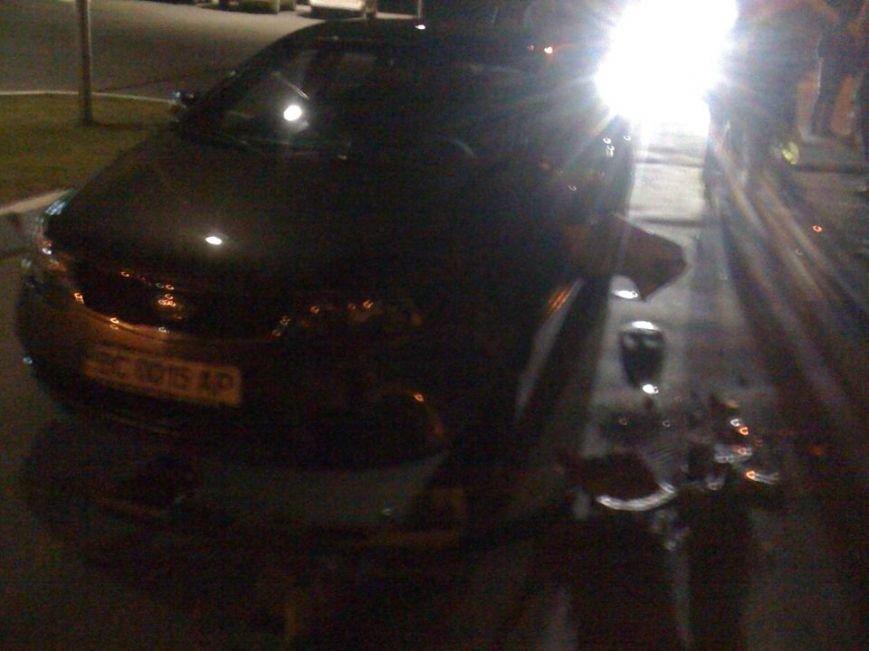 У Львові водій автомобіля в'їхав в стовп під напругою і влаштував феєрверк (ФОТО), фото-3