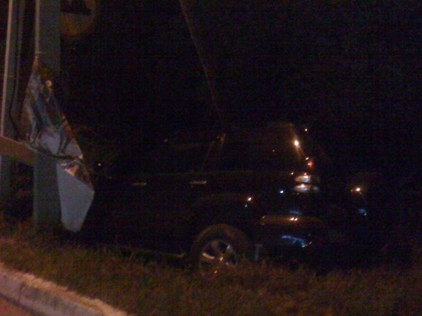 У Львові водій автомобіля в'їхав в стовп під напругою і влаштував феєрверк (ФОТО), фото-1