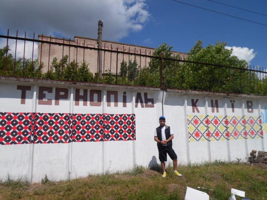 У Тернополі в рамках «Дворової cпартакіади» представили унікальну стіну єдності України (фото), фото-13