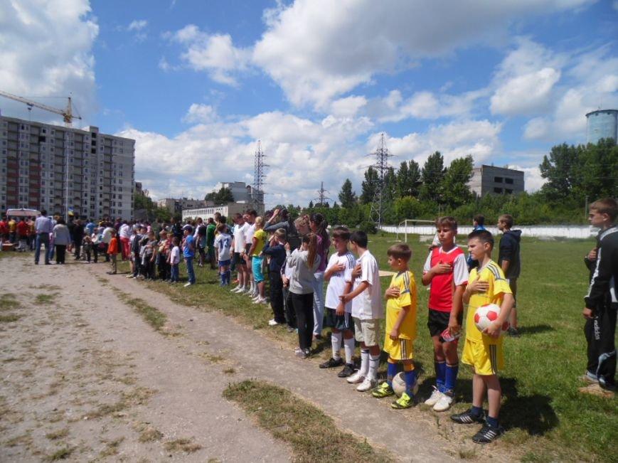 У Тернополі в рамках «Дворової cпартакіади» представили унікальну стіну єдності України (фото), фото-5