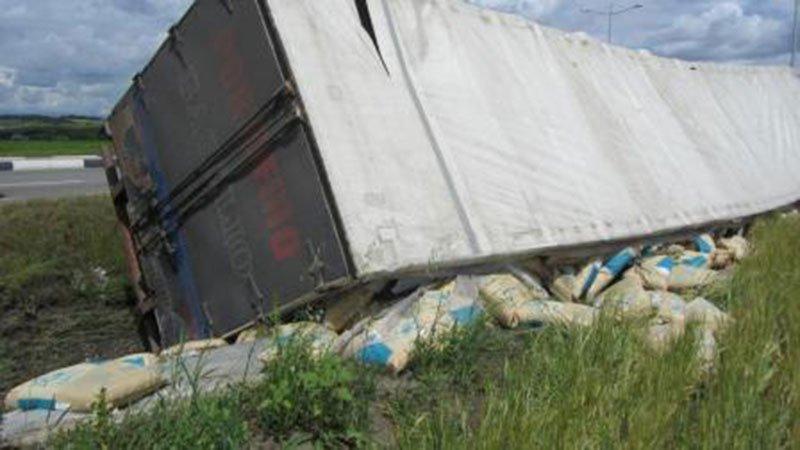 В Белгородском районе столкнулись два грузовика и микроавтобус ГАЗель, фото-2