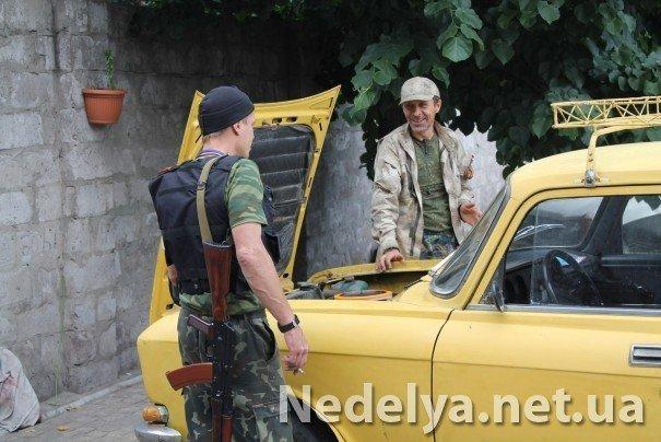 Захватчики Алчевского СБУ с удовольствием фотографируются на баррикадах (ФОТО), фото-2