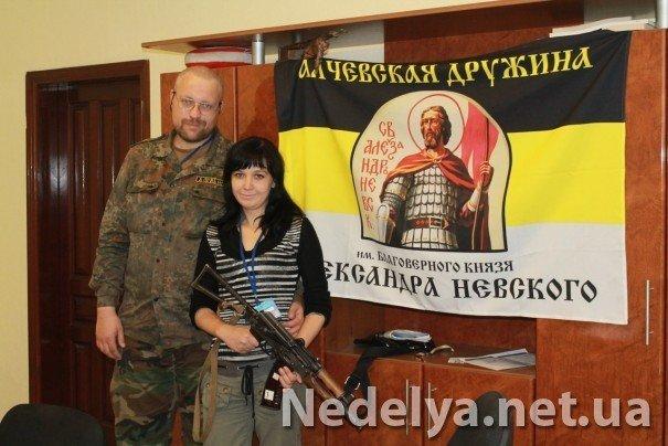 Захватчики Алчевского СБУ с удовольствием фотографируются на баррикадах (ФОТО), фото-7