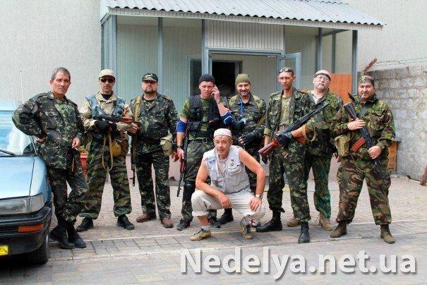 Захватчики Алчевского СБУ с удовольствием фотографируются на баррикадах (ФОТО), фото-8