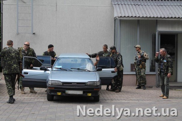 Захватчики Алчевского СБУ с удовольствием фотографируются на баррикадах (ФОТО), фото-1
