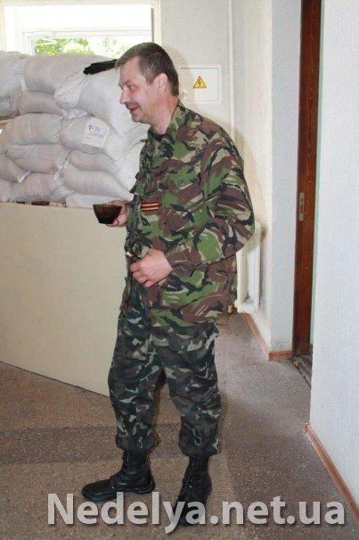 Захватчики Алчевского СБУ с удовольствием фотографируются на баррикадах (ФОТО), фото-5