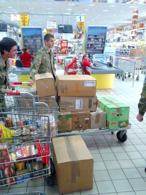 Активісти разом із львів'янами зібрали вантажівку харчів для бійців, які воюють в зоні АТО (ФОТО), фото-6