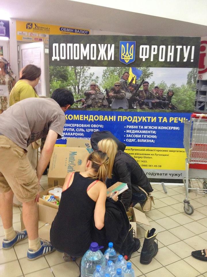 Активісти разом із львів'янами зібрали вантажівку харчів для бійців, які воюють в зоні АТО (ФОТО), фото-4
