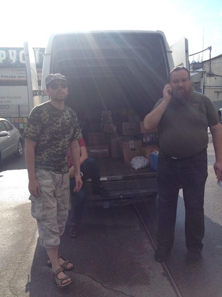 Активісти разом із львів'янами зібрали вантажівку харчів для бійців, які воюють в зоні АТО (ФОТО), фото-3