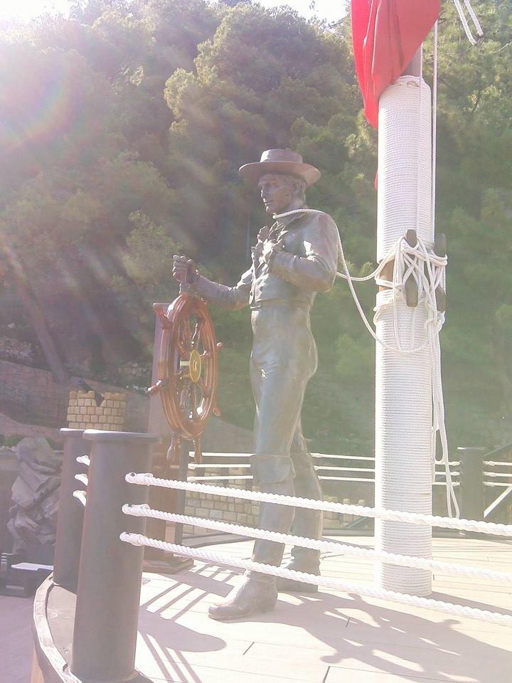 Не хлебом единым - в Гаспре установили скульптуры Ассоль и Грея (ФОТО), фото-2