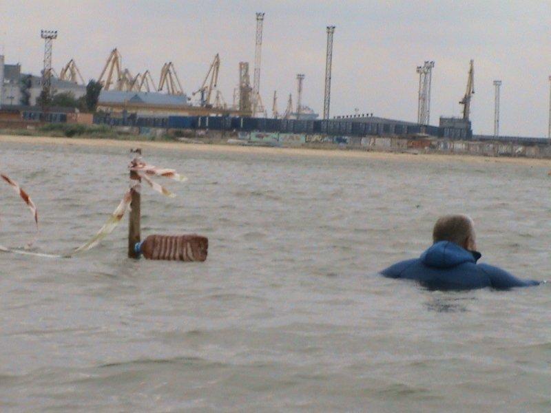 Мариупольские спасатели вытащили из моря  прибившуюся к берегу лодку (ФОТО), фото-2