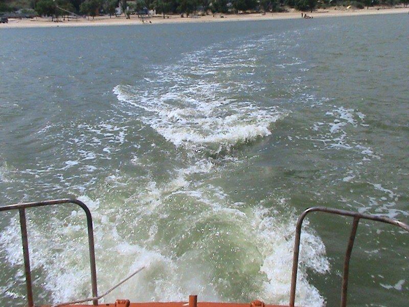 Мариупольские спасатели вытащили из моря  прибившуюся к берегу лодку (ФОТО), фото-3