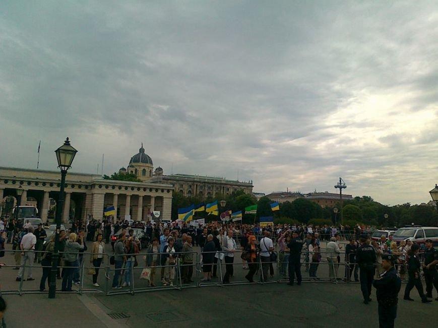 Луганчанин показал, как протестуют против приезда Путина в Вене (ФОТО), фото-3