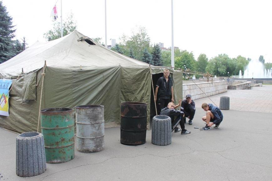 Кому достанется палатка, которую установили сегодня утром возле Криворожского горисполкома?, фото-3