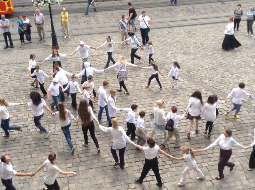 Для Путіна у центрі Львова сьогодні станцювали євреї (ФОТО, ВІДЕО), фото-1