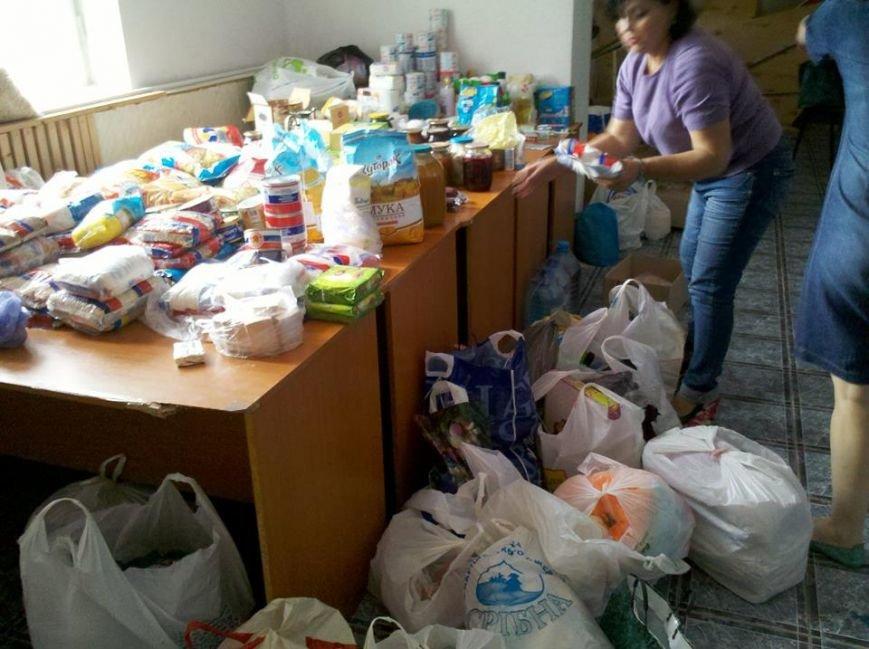Мариупольцы продолжают помогать беженцам в Новоазовском районе (ФОТО), фото-4