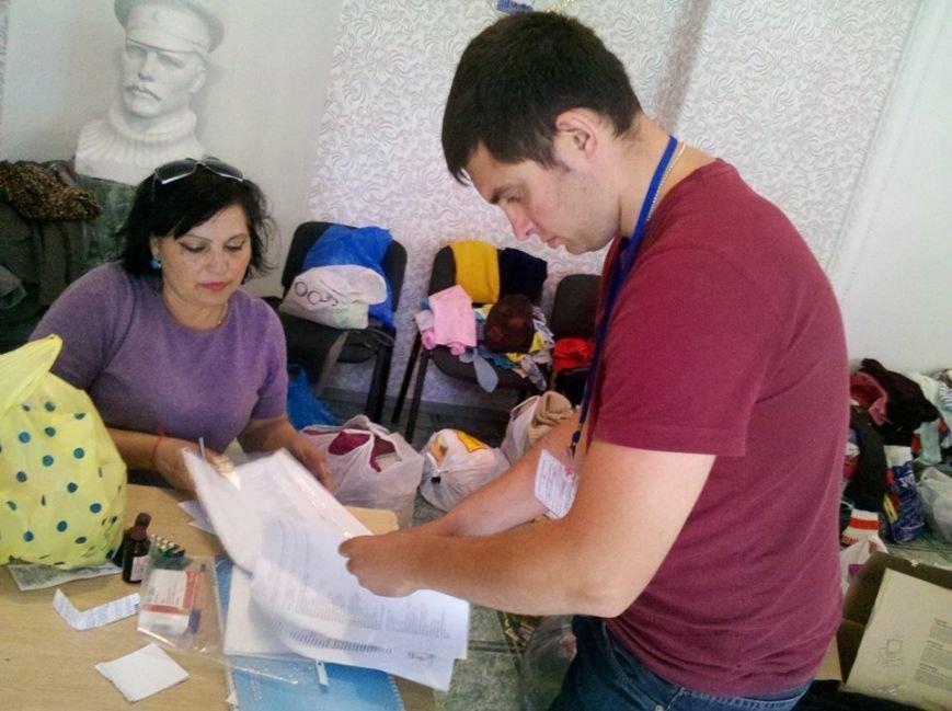 Мариупольцы продолжают помогать беженцам в Новоазовском районе (ФОТО), фото-3