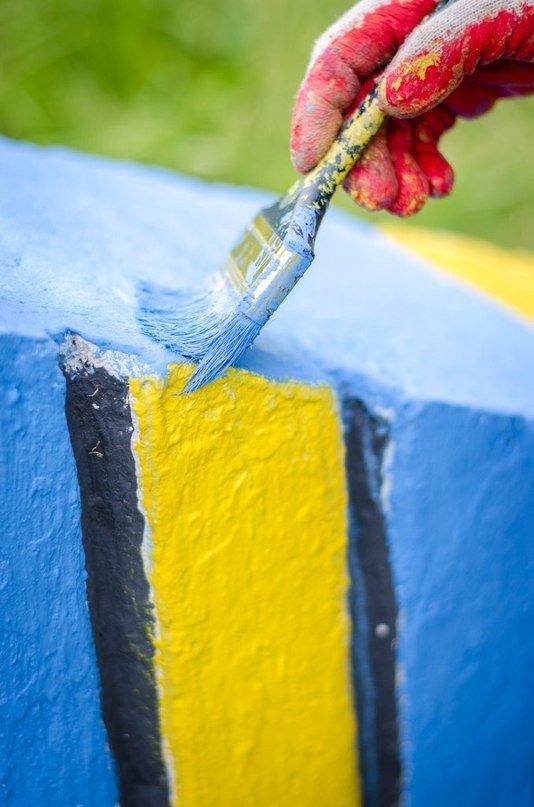 Біля Львова активісти розмалювали паркан у патріотичні барви (ФОТО), фото-1