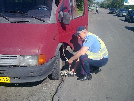 В Кременчуге сотрудники ГАИ выявили нетрезвого водителя маршрутного такси (фото) - фото 1