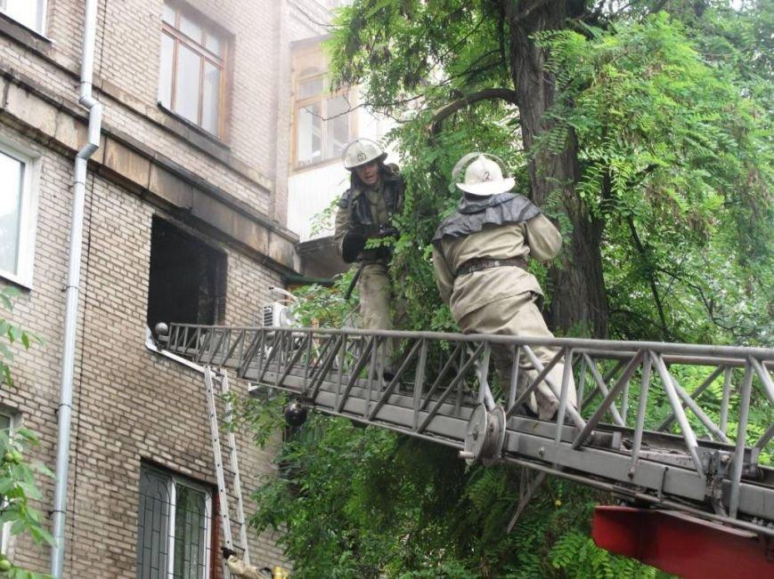В Запорожье пожар в квартире застал врасплох беременную женщину (ФОТО), фото-2