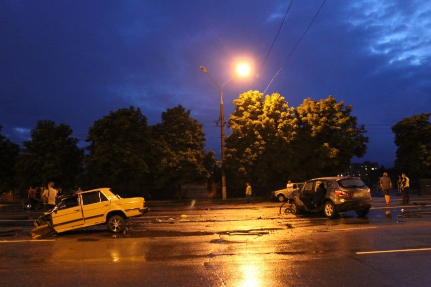 ДТП в Кривом Роге: при столкновении ВАЗа и Nissan'а пострадали 9 человек (ФОТО, ДОПОЛНЕНО), фото-2