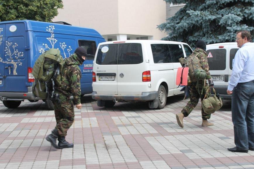 «Повертайтесь живими та здоровими» - Луцьк проводжає бійців «Правого сектору» на Схід, фото-8