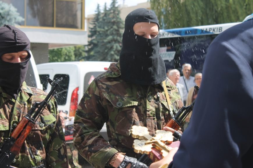 «Повертайтесь живими та здоровими» - Луцьк проводжає бійців «Правого сектору» на Схід, фото-11