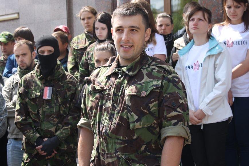 «Повертайтесь живими та здоровими» - Луцьк проводжає бійців «Правого сектору» на Схід, фото-7