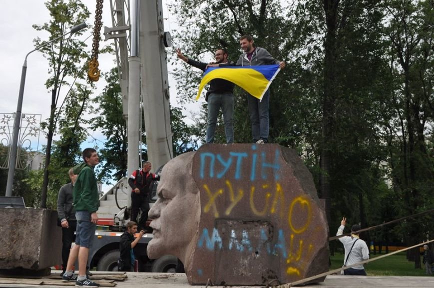 Вместо демонтированного Ленина в Днепропетровске установят памятник погибшим в сбитом Ил-76 десантникам - Цензор.НЕТ 7964