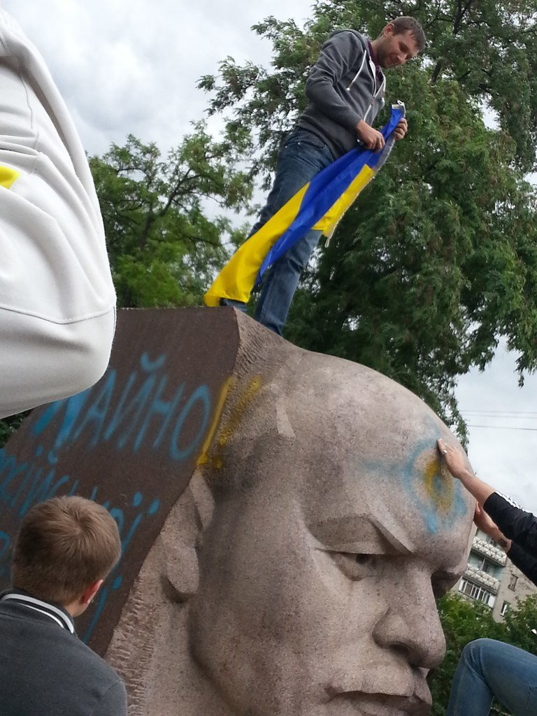 Вместо демонтированного Ленина в Днепропетровске установят памятник погибшим в сбитом Ил-76 десантникам - Цензор.НЕТ 5258