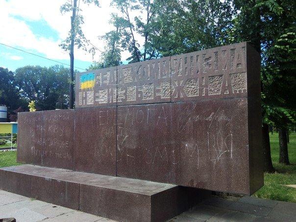 Вместо демонтированного Ленина в Днепропетровске установят памятник погибшим в сбитом Ил-76 десантникам - Цензор.НЕТ 5729