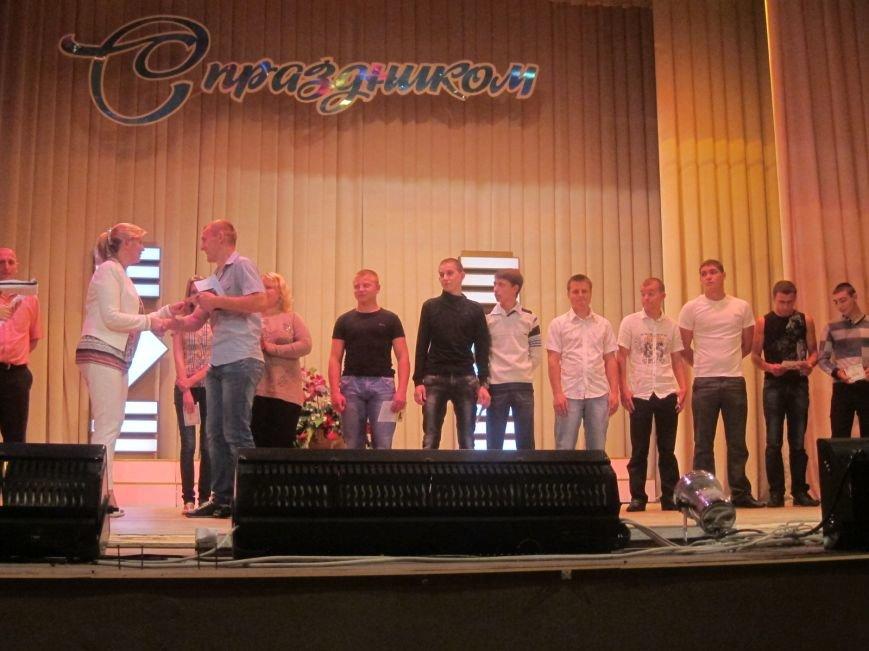 Дипломированные трактористы, парикмахеры и бухгалтеры прошли по Артемовску торжественным строем, фото-5