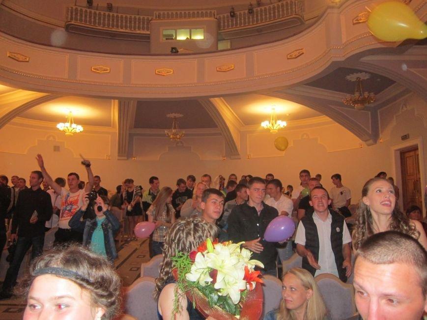Дипломированные трактористы, парикмахеры и бухгалтеры прошли по Артемовску торжественным строем, фото-11
