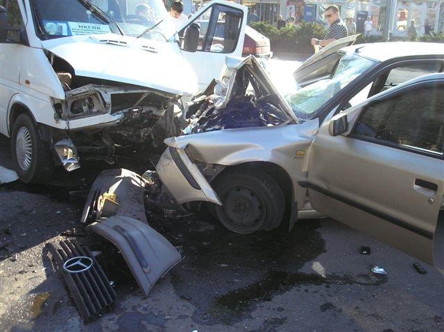 В Кривом Роге «Мерседес» влетел в маршрутку с пассажирами.  12 пострадавших (ФОТО, ДОПОЛНЕНО), фото-3