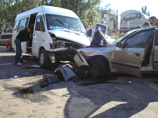 В Кривом Роге «Мерседес» влетел в маршрутку с пассажирами.  12 пострадавших (ФОТО, ДОПОЛНЕНО), фото-9