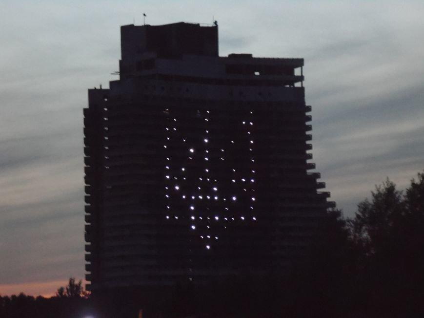 Как в Днепропетровске герб Украины на «Парусе» светился (ВИДЕО, ФОТО), фото-11